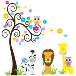 Leu şi zebra lângă copacul bufniţelor