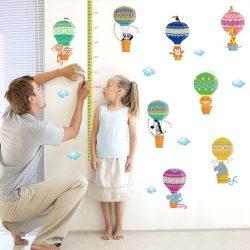 Sticker de perete balon cu aer cald colorat cu măsurător de înălțime