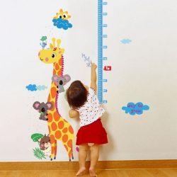 Sticker de mãsurat înãltimea cu o girafã cu mai multe koala pe el