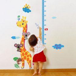 Sticker de perete măsutăror de înălțime girafă cu koala
